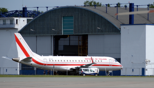 The Embraer 175 was forces to retirn to its hangar on Wednesday. Photo: PAP/Jacek Turczyk