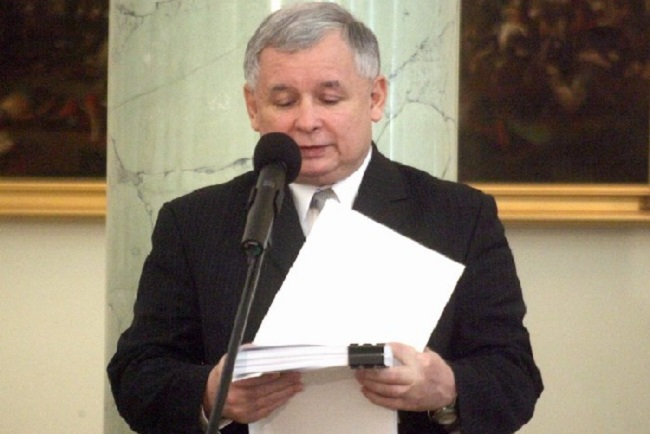 Jarosław Kaczyński. Photo: Archiwum Kancelarii Prezydenta RP (www.prezydent.pl) [GFDL 1.2 (https://gnu.org/licenses/old-licenses/fdl-1.2.html) or GFDL 1.2 (http://www.gnu.org/licenses/old-licenses/fdl-1.2.html)], via Wikimedia Commons