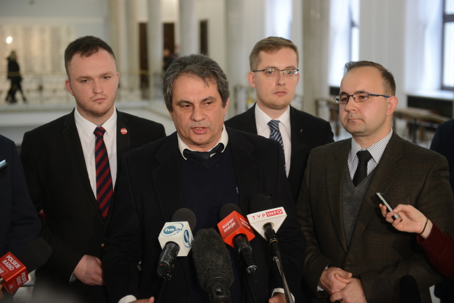 Head of Italy's Forza Nuova, Roberto Fiore (2L), head of the Independence March association, Witold Tumanowicz (L) and head of the National Movement, Kukiz'15 MP Robert Winnicki (2R), at a press conference in Parliament on 11 November. Photo: PAP/Jakub Kamiński