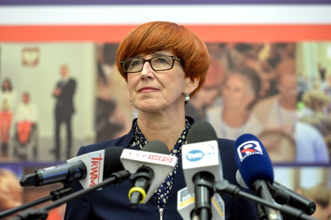 Family, Labour and Social Policy Minister Elżbieta Rafalska gives a news conference in Warsaw on Wednesday. Photo: PAP/Marcin Obara