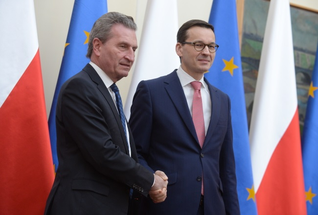 Polish Prime Minister Mateusz Morawiecki (right) and Günther Oettinger (left), European commissioner for budget and human resources, meet in Warsaw on Monday. Photo: PAP/Marcin Obara