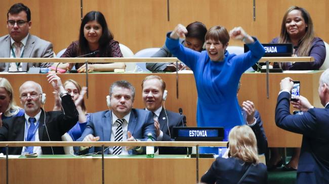 Президент Естонії Керсті Кальюлайд реагує на результати голосування на Генеральній Асамблеї ООН в Нью-Йорку