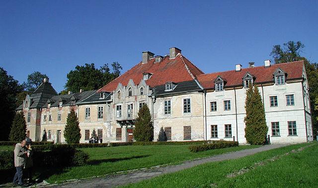 Durch Vernachlässigung ist das barocke Schlossensemble in den vergangenen 25 Jahren fast vollständig verwildert.