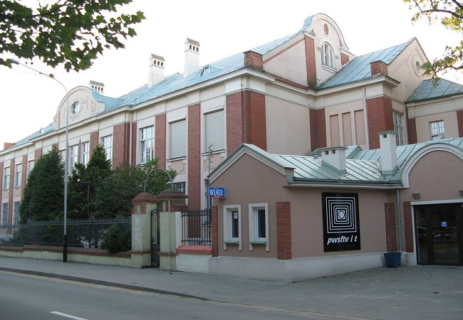 Łódź Film School building on the city's Targowa Street. Photo: Zorro2212 [GFDL (http://www.gnu.org/copyleft/fdl.html) or CC BY 3.0 (http://creativecommons.org/licenses/by/3.0)], via Wikimedia Commons