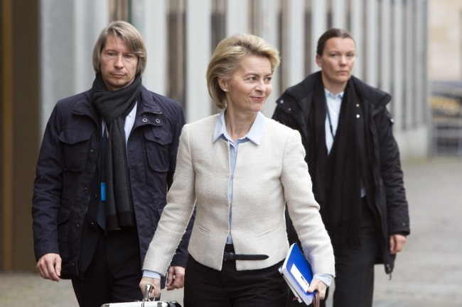 German Defence Minister Ursula von der Leyen (centre). Photo: EPA/OMER MESSINGER