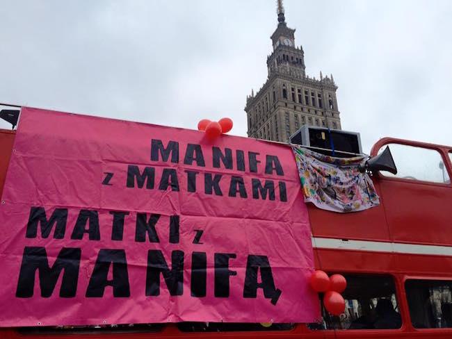 """""""Манифа"""" в Варшаве. Лозунг - """"Манифа с матерями, матери с Манифой"""""""