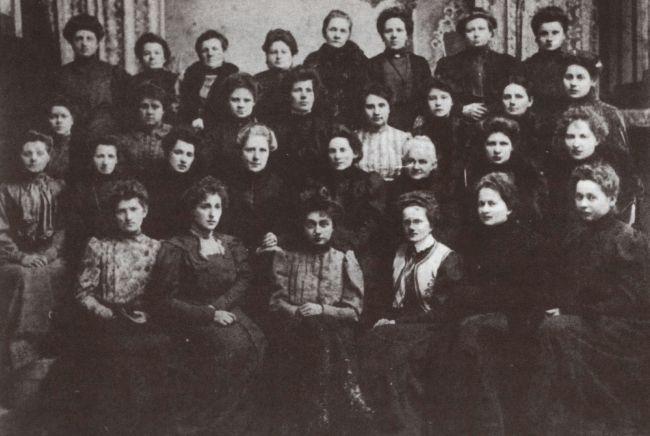 Союз равноправия польских женщин. Отдел в Здуньской Воле  (фотография сделана примерно в 1907 г.)
