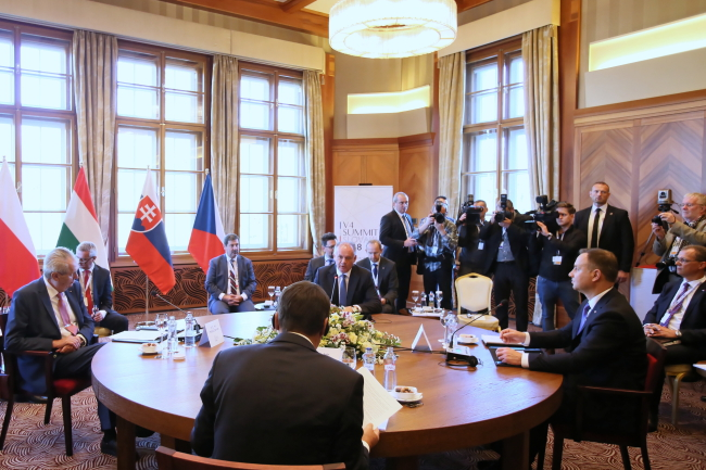 Visegrad Group presidents including Poland's Andrzej Duda (second right) meet in Slovakia. Photo: PAP/Leszek Szymański