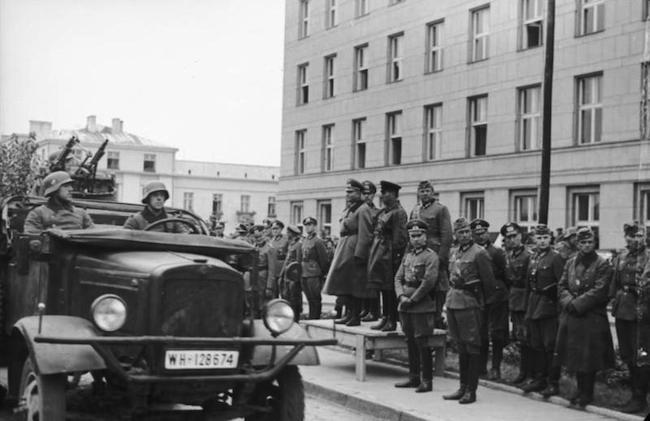 Парад в Бресте 22 сентября 1939 года, фото - wikimedia