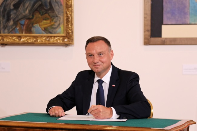 President Andrzej Duda signs the bill establishing the new state award at a ceremony in the southern city of Kraków on Monday. Photo: PAP/Jacek Bednarczyk