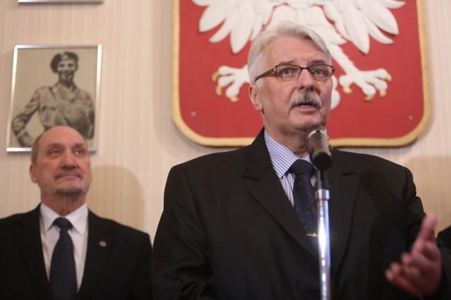 Foreign Minister Witold Waszczykowski (R) while in Edinburgh this week. Photo: PAP/Leszek Szymański