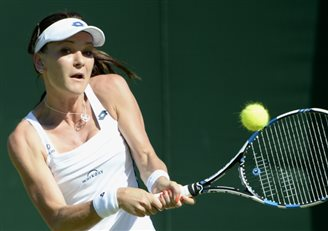 Radwańska clears first Wimbledon hurdle