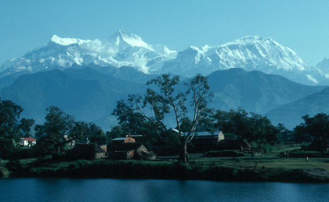 Annapurna IV is the first peak on the left. Photo: wikimedia commons/Wolfgang Beyer