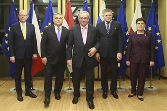 Polish PM, V4 counterparts hold talks with EU's Juncker