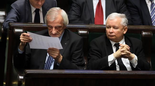 """Лидер партии """"Право и справедливость"""" Ярослав Качинский (справа)"""