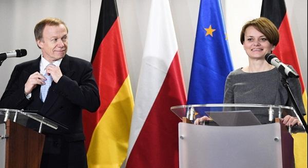 Министр предпринимательства и технологий Ядвига Эмилевич и посол Германив Польше Рольф Никель