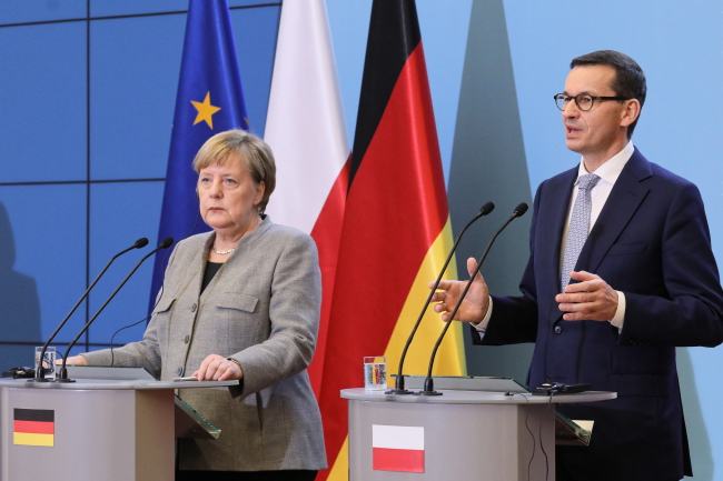 Канцлер Німеччини Анґела Меркель і прем'єр Польщі Матеуш Моравєцький під час спільної прес-конференції у Варшаві
