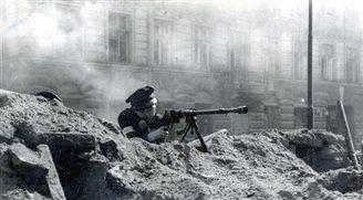 Schussspuren übermalen - Warschauer empört von Reliktentfernung