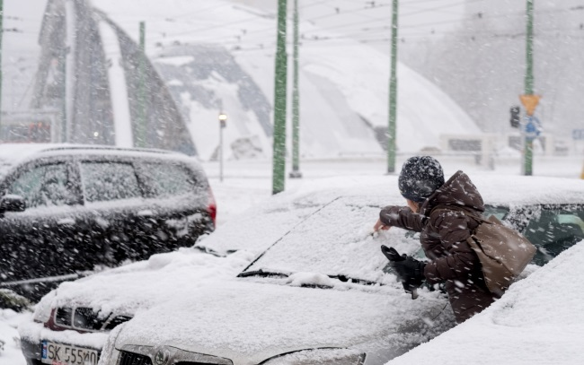 Snowfall in Katowice, southern Poland. Photo: PAP/Andrzej Grygiel