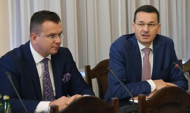 Віцэ-прэм'ер, міністар фінансаў і разьвіцьця Польшчы Матэвуш Маравецкі (зьлева)