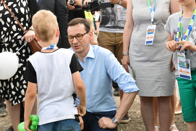 Prime Minister Mateusz Morawiecki (centre) attends a gathering of families with three and more children in the northwestern Polish city of Szczecin on Saturday. Photo: PAP/Marcin Bielecki