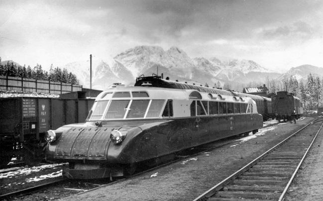 Поезд люкс-торпеда - один из символов польского экономического развития межвоенного периода (станция Закопане, 1936 год).