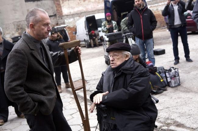 Andrzej Wajda (right) with actor Bogusław Linda on the set of the director's new film. Archive photo: PAP/Grzegorz Michałowski