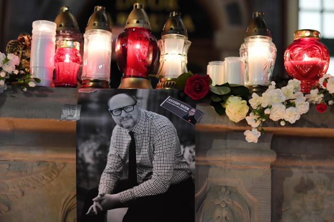 Свечи в память о Павле Адамовиче в Гданьске