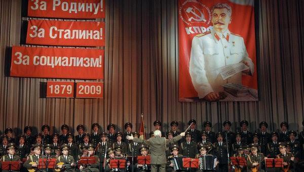 Выступление ансамбля им. Александрова.