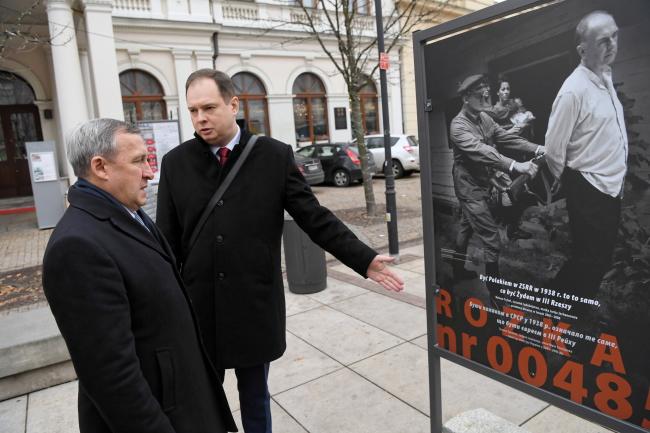Посол України у Польщі Андрій Дещиця на відкритті виставки у Варшаві