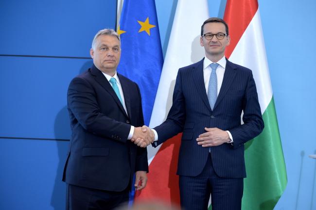 Премьер Виктор Орбан (слева) и премьер Матеуш Моравецкий.