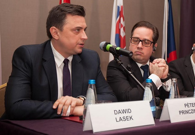 Dawid Lasek from the Polish Sport and Tourism Ministry and Peter Princzinger, Deputy CEO of the Hungarian Tourism Agency. Photo: Polish Tourism Organization/pot.gov.pl.