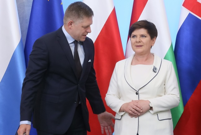 Polish PM Beata Szydło (right) and her Slovak counterpart Robert Fico (left). Photo: PAP/Paweł Supernak