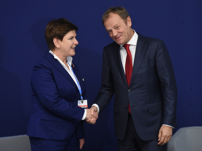 PM Beata Szydło (L) i European Council chief Donald Tusk (R) at COP21. Photo: PAP/Radek Pietruszk