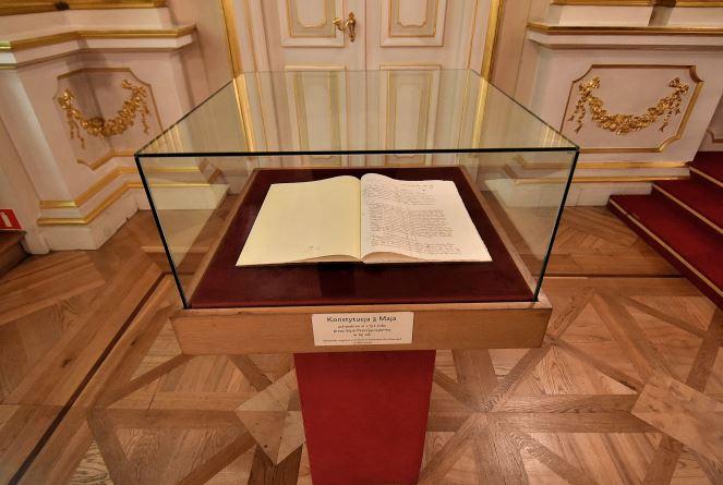 Копія Конституції 3 травня у Королівському замку у Варшаві