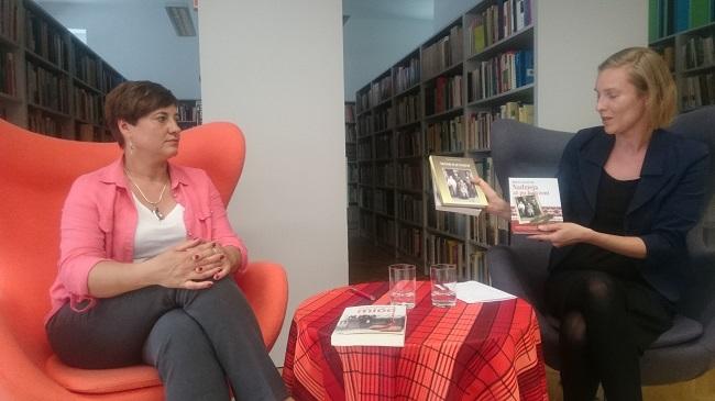 Барбара Гаральчук (зьлева) на прэзэнтацыі сваёй кнігі