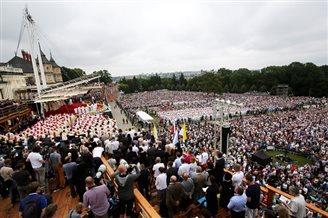 Папа рымскі правёў літургію перад некалькімі сотнямі тысяч паломнікаў