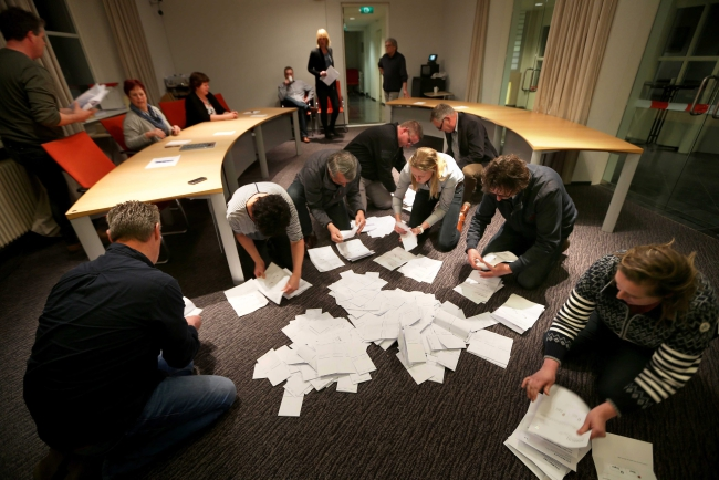 Officials count the votes of the Dutch referendum about the association agreement between the EU and Ukraine, in Schiermonnikoog, The Netherlands, 06 April 2016.  EPA/CATRINUS VAN DER VEEN