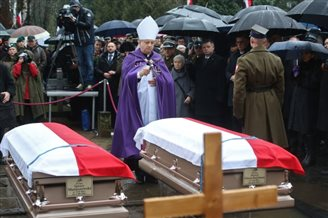 Officers who saved Polish gold in WWII buried in Warsaw