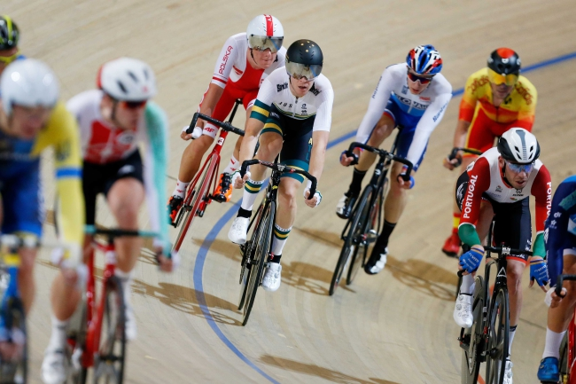 Cyclists race in the men's omnium. Photo: EPA/BAS CZERWINSKI