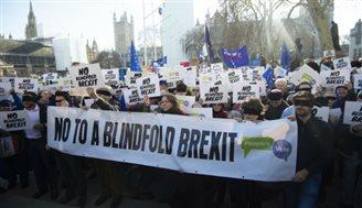 Bunt brytyjskich parlamentarzystów w sprawie brexitu