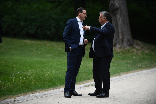 Mateusz Morawiecki and Viktor Orban in Warsaw's Royal Łazieki park. Photo: PAP/Jacek Turczyk