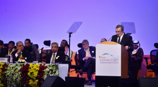Wicepremier, minister kultury i dziedzictwa narodowego Piotr Gliński przemawia podczas szczytu Vibrant Gujarat Global Summit 2017