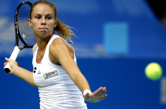 Magda Linette in action against Stefanie Voegele. Photo: PAP/Andrzej Grygiel