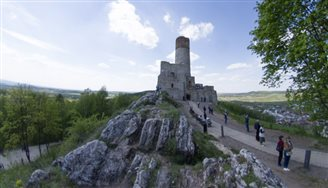 Royal castle reopens after conservation