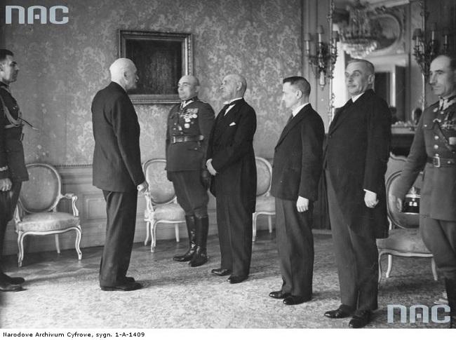 Сэнатар РП Раман Скірмунт (чацьвёрты справа) на сустрэчы з прэзыдэнтам Польшчы Ігнацы Масьціцкім, Пінск, 27 траўня 1936 года