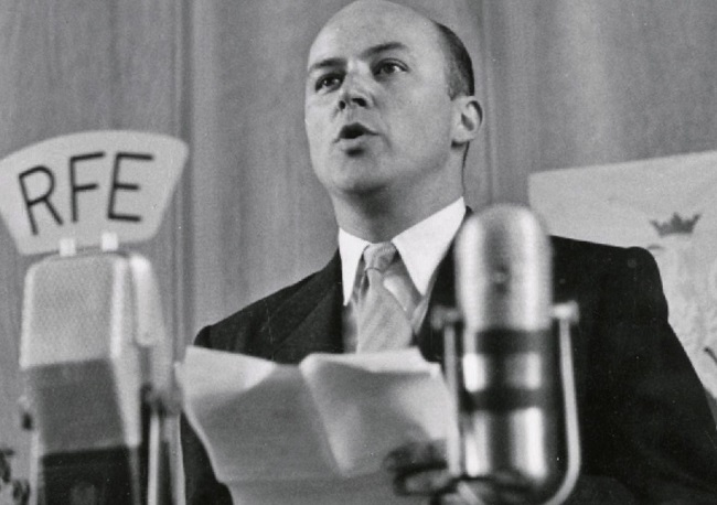 Jan Nowak-Jeziorański broadcasting for Radio Free Europe in 1952: Photo: commons.wikimedia.org/public domain