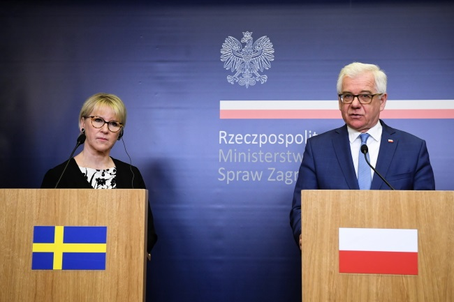 Poland's Foreign Minister Jacek Czaputowicz (right) and Sweden's top diplomat Margot Wallstrom (left) during a news conference in Warsaw on Thursday. Photo: PAP/Radek Pietruszka