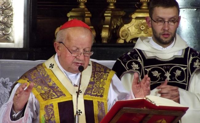 Cardinal Stanisław Dziwisz (L). Photo: wikimedia commons/Piotr Drabik