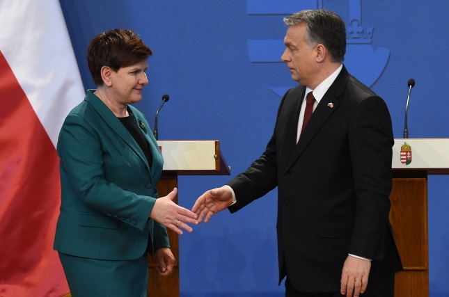 PM Beata Szydło and Viktor Orban in Budapest. Photo: PAP/Radek Pietruszka
